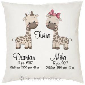 Geboortekussen met naam tweeling giraffe