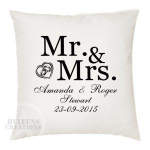 Kussen huwelijk Mr. en Mrs.met ringen