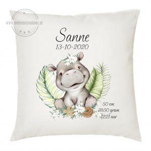 Geboortekussen met naam nijlpaard meisje